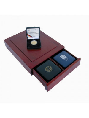 Elegant Wooden box for collectors, 6880